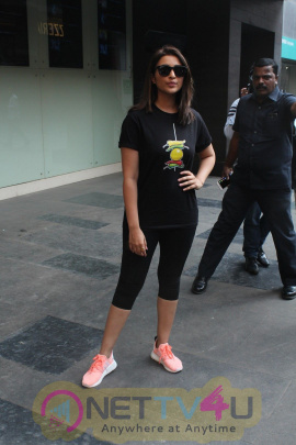 Parineeti Chopra At Special Screening For Cancer Patients Kids Images