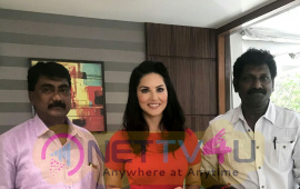Actress Sunny Leone Straight Tamil Film Direction By V C Vadivudaiyan Press Release Still Tamil Gallery