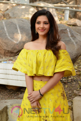Mehreen Pirzada New Images