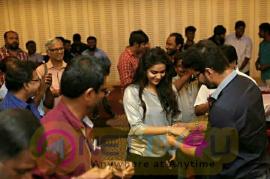 Ilayathalapathy Vijay  Gifted Gold Chains To Bairavaa Unit In Bairavaa Success Celebration