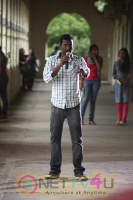 Nenjil Thunivirundhal Movie Working Stills Tamil Gallery