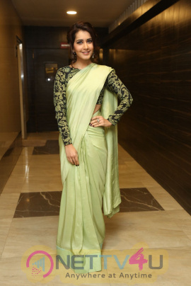 Raasi Khanna Photos
