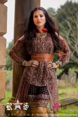 Actress Sunny Leone New Stunning Photos Hindi Gallery