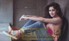 Actress Sayesha Saigal Beautiful Images