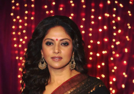 Actress Nadhiya Adorable Stills
