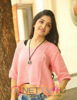 Actress Poonam Kaur Cute Pics Tamil Gallery