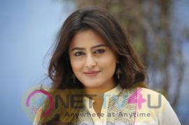 Actress Nidhi Subbaiah Pretty Pics