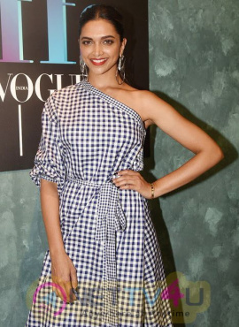 Actress Deepika Padukone Fine Looking Images