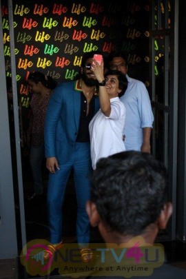 Ranveer Singh Spotted Life Bar Grand Pics Hindi Gallery