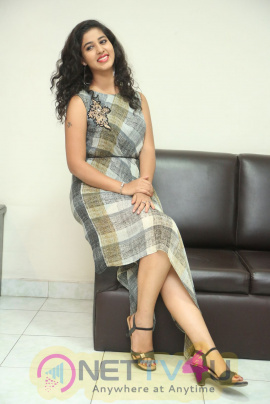 Actress Pavani Smart Looking Pics Telugu Gallery