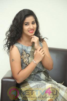 Actress Pavani Smart Looking Pics Telugu Gallery