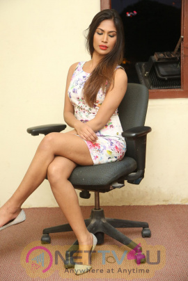 Actress Nishi Gandha Hot And Sexy Photos Telugu Gallery