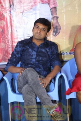 Katrina Kareena Madhyalo Kamal Haasan Movie Press Meet Stills