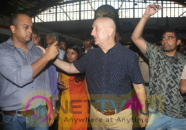 Anupam Kher Travelling In  Local Train CST To BANDRA Images