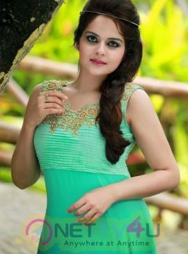 Actress Roma Arsini  Romantic Pics Telugu Gallery