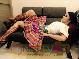 Mouni Roy Latest Pics Hindi Gallery