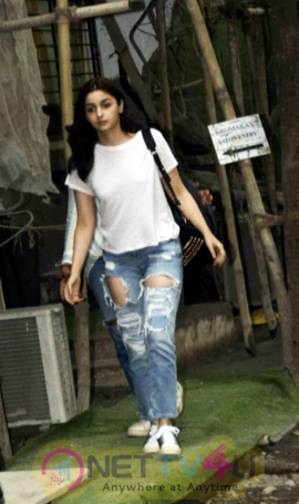 Alia Bhatt Spotted At Kromakay Salon In Juhu Images Hindi Gallery