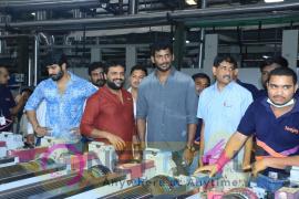 Vishal Visit To Brandix Spotted Images Telugu Gallery