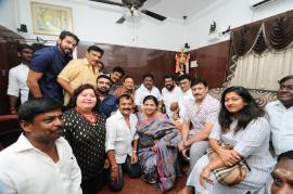 Nadigar Sangam Swamy Sankaradas Team Meets Captain Vijayakanth Pics Tamil Gallery