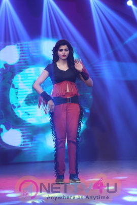 Actress Sai Dhanshika Glamorous Images Tamil Gallery