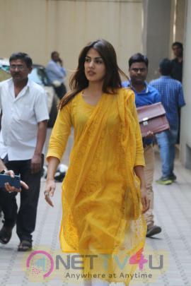 Rhea Chakraborty Spotted At Khar Hindi Gallery