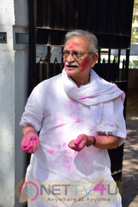 Beautiful Photos Of Gulzar Celebrates Holi With His Family