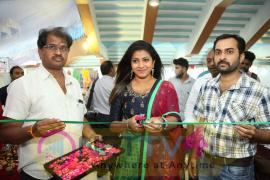Weavers India Expo At Sathya Sai Nigamagamam Photos  Telugu Gallery