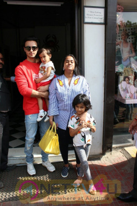 Arpita Khan And Aayush Sharma Spotted At Bandra Best Images