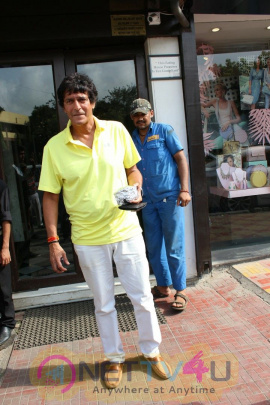 Chunky Pandey With Wife Bhawana & Daughter Ananya Wearing Short Torn Jeans Spotted At Bandra
