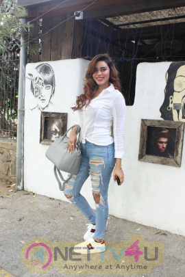 Gizzele Thakkar Spotted At Bandra Images Hindi Gallery