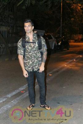 Karan Singh Grover spotted at Bandra Hindi Gallery