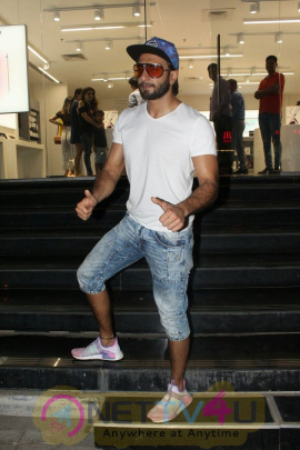 Ranveer Singh Spotted At Maple Store In Bandra Images Hindi Gallery