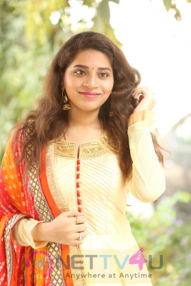 Actress Tejaswi Madivada Charming Images Telugu Gallery