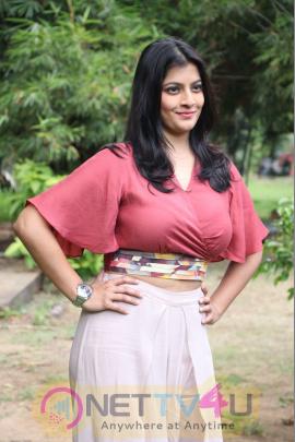 Actress Varalaxmi Sarathkumar Gorgeous Pics