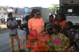 Daisy Shah Celebrates Valentine's Day With Street Kids Of Bandra Photos