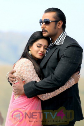 Neww Movie Chakravathy Stunning Stills Kannada Gallery
