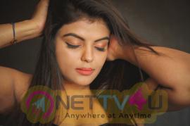Actress Tejashree Jadhav Good Looking Stills Tamil Gallery