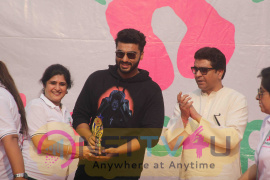 Raj Thackeray, Arjun Kapoor And Priya Wal At Lokhandwala Street Festival Images Hindi Gallery