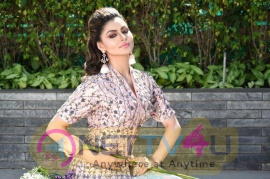 Urvashi Rautela New Pics Hindi Gallery