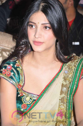 Actress Shruti Haasan Cute Images