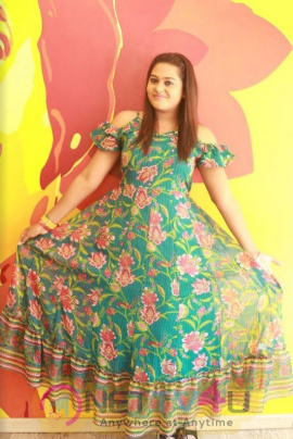 Actress Akalya Venkatesan Exclusive Interview Pics  Tamil Gallery