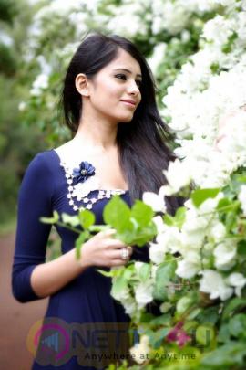 Actress Deepa Sannidhi Beautiful Pictures Kannada Gallery