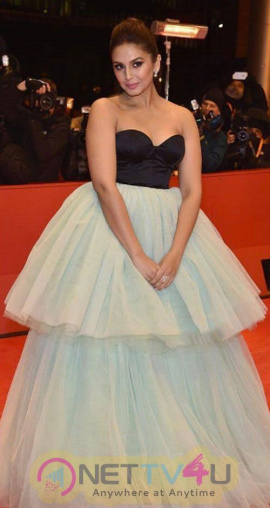 Actress Huma Qureshi New Spicy Photos