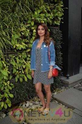 Esha Gupta Spotted At Charcoal Project Hindi Gallery