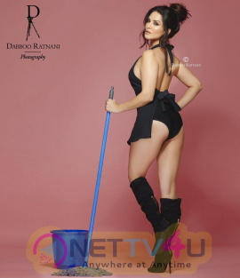 Sunny Leone Unseen Photos Hindi Gallery
