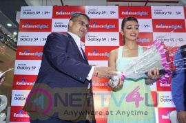 Radhika Apte Launch Buyback Offer Of Samsung S9 Plus Photos
