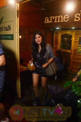 Shruti Hassan Spotted At Farmers Cafe In Bandra Stunning Images