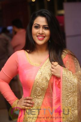 Actress Diana Champika Smart Looking Photos Telugu Gallery