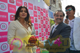Hebah Patel Launches B New Mobile Store At Tenali Pics