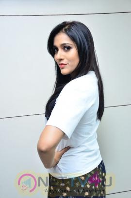 Rashmi Gautam Launches BE YOU Luxury Salon And Dental Studio Images Telugu Gallery